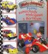 Mały chłopiec Poznaj samochody wyścigowe z Bartkiem