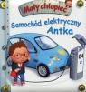 Samochód elektryczny Antka Mały chłopiec