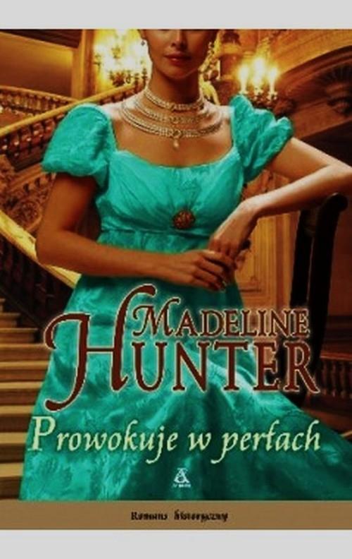 Prowokuje w perłach Hunter Madeline