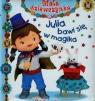 Julia bawi się w magika