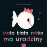 Mała biała rybka ma urodziny.