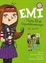 Emi i Tajny Klub Superdziewczyn Na scenie