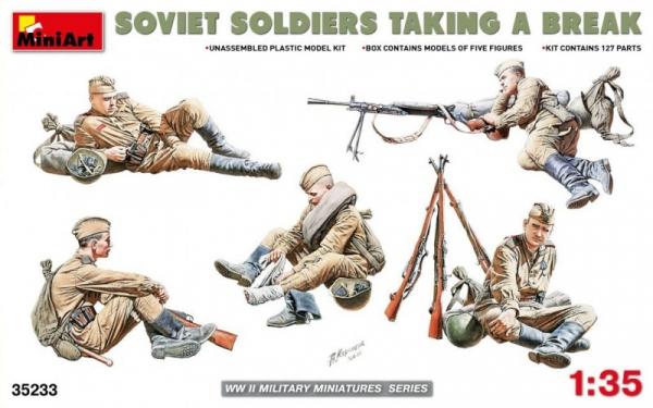 Model plastikowy Odpoczywający radzieccy żołnierze (35233)