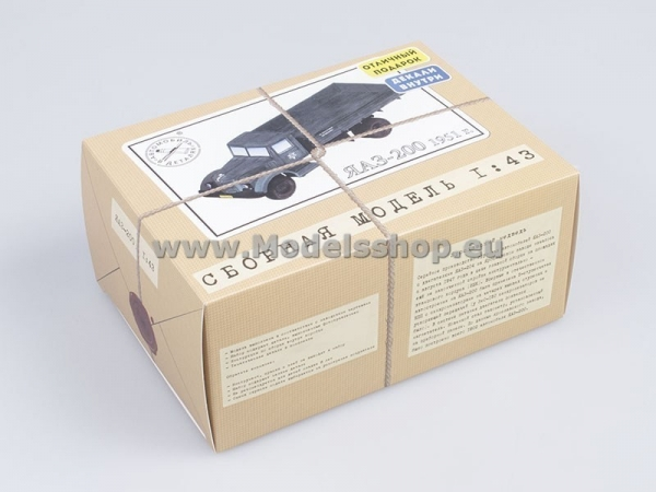 YAAZ-200 Flatbed Truck (model kit) (KIT1022)
