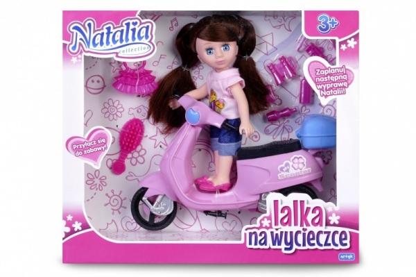 Lalka Natalia ze skuterem, brunetka (120404b)