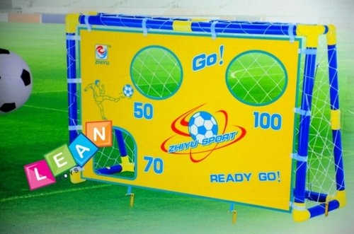 Bramka piłkarska z otworami