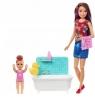 Barbie Opiekunka (szatynka) - kąpiel z bąbelkami