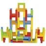 Balansująca wieża z krzesełek