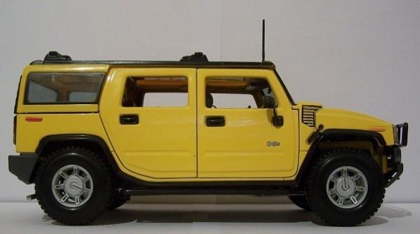 MAISTO Hummer H2 SUV NIB 2002 (yellow)