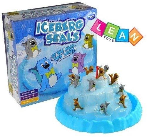 Foczki na górze lodowej