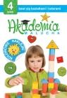 Akademia malucha 4-latek bawi się kształtami