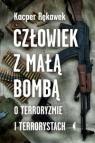 Człowiek z małą bombąO terroryzmie i terrorystach Rękawek Kacper