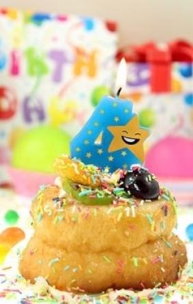 Świeczka urodzinowa piker gwiazdka. Cyferka 4