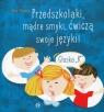 Przedszkolaki, mądre smyki, ćwiczą swoje języki Głoska K