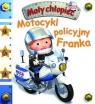 Mały chłopiec. Motocykl policyjny Franka