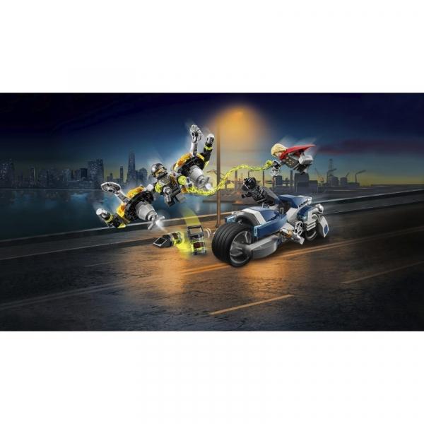 Lego Marvel Super Heroes: Avengers - Walka na motocyklu (76142)
