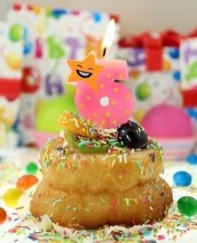 Świeczka urodzinowa piker gwiazdka. Cyferka 6