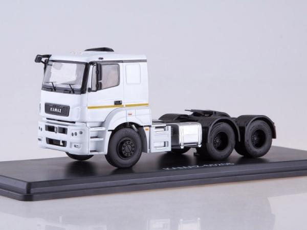 KAMAZ-65206 Tractor Truck (white) (SSM1276)