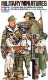 1/35 German Soldiers at Field Briefing (35212)