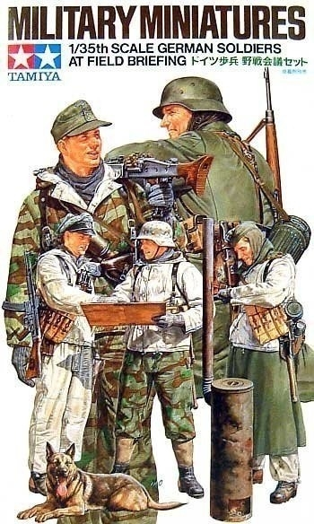 1/35 German Soldiers at Field Briefing (35212)