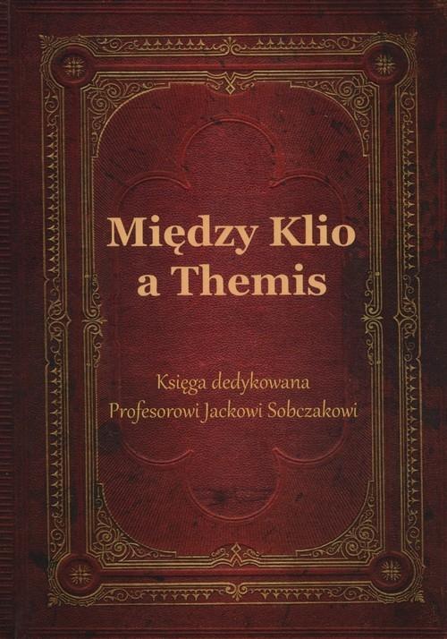 Między Klio a Themis