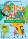 Atlas zwierząt świata z naklejkami i plakatem