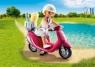 Plażowiczka na skuterze (9084)