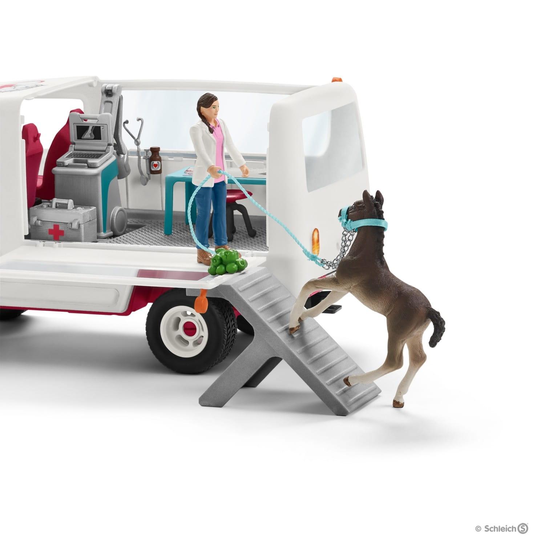 Mobilna lecznica dla zwierząt ze źrebięciem rasy hanowerskiej - Schleich (42370)