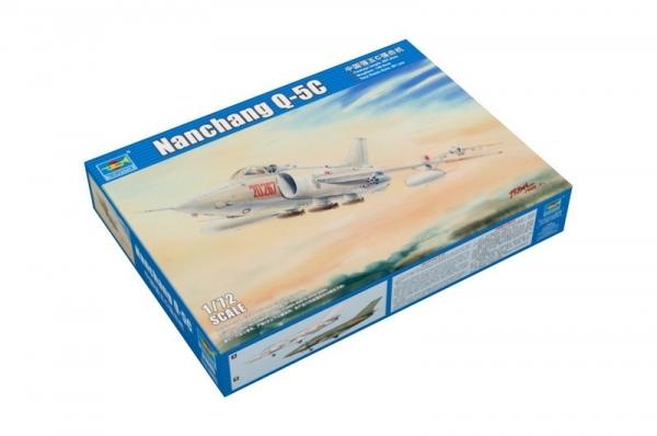 Model plastikowy Nanchang Q-5C (01685)