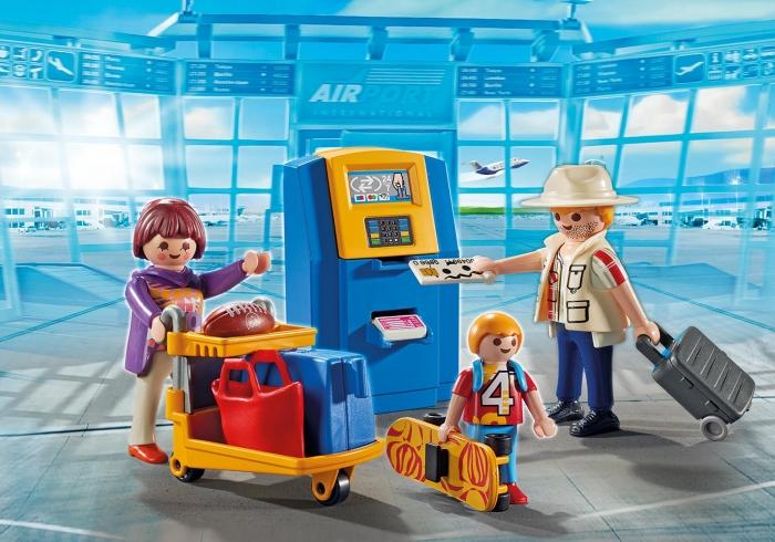 Rodzina przy automacie check-in (5399)